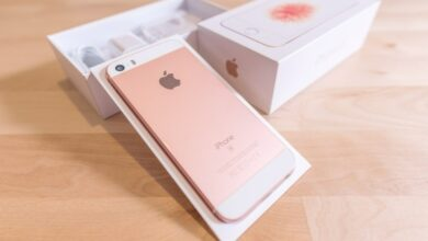 iPhone se being un-boxed